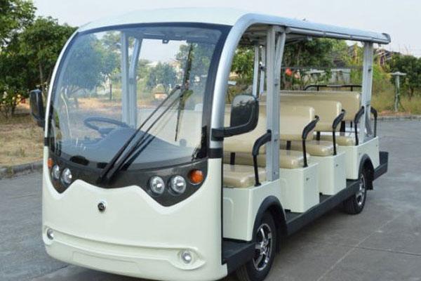 Xe bus điện chở khách du lịch