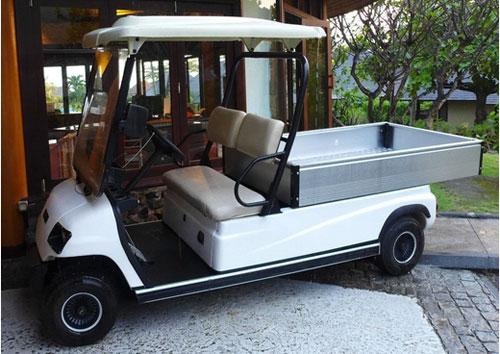 Xe điện 4 bánh chở hàng ở khu resort