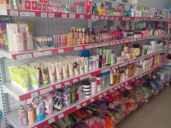 Kệ siêu thị trưng bày mỹ phẩm